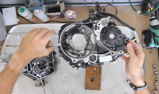 Reassembly of an engine starting only on neutral (50 to 125cc)